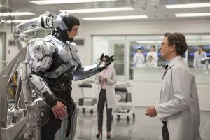 Joel Kinnaman y Gary Oldman en RoboCop (2014)