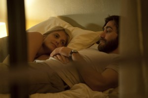 Mélanie Laurent y Jake Gyllenhaal en Enemy