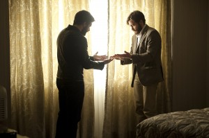Jake Gyllenhaal y Jake Gyllenhaal en Enemy