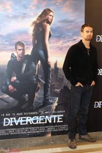 Theo James en la presentación de Divergente (3)