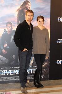 Theo James y Shailene Woodley en la presentación de Divergente (2)