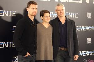Theo James, Shailene Woodley, y Neil Burger en la presentación de Divergente