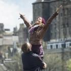 George MacKay y Antonia Thomas en Amanece en Edimburgo