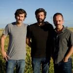 Raúl Arévalo, Alberto Rodríguez, y Javier Gutiérrez en el rodaje de La isla mínima