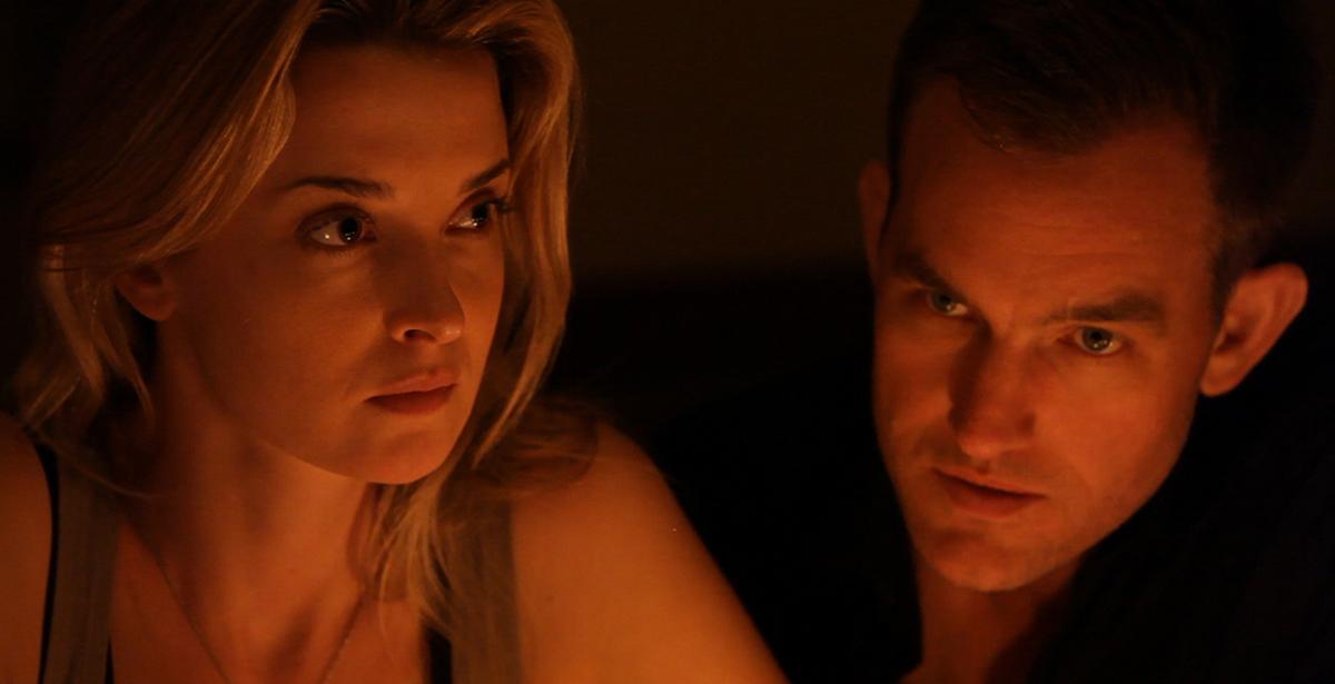 Emily Baldoni y Nicholas Brendon en Coherence