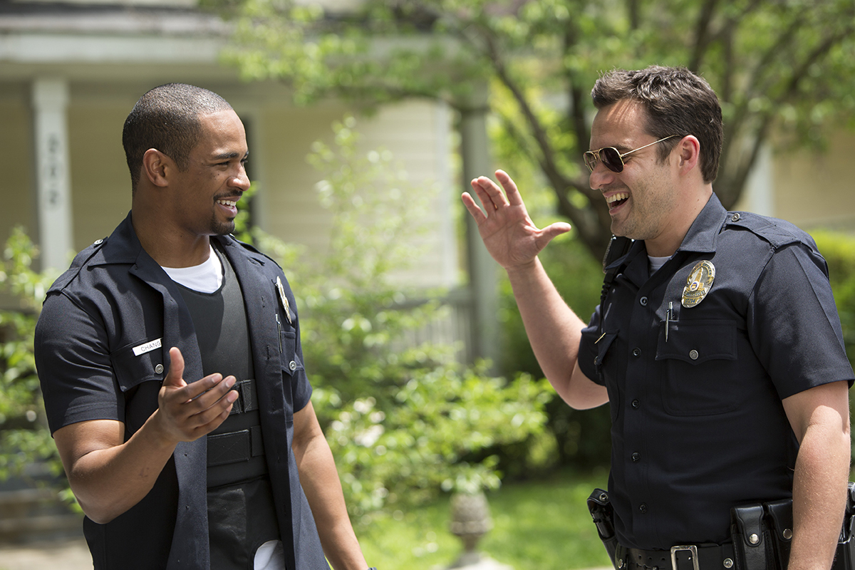 Damon Wayans Jr. y Jake Johnson en Vamos de polis