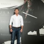 Luke Evans en la presentación de Drácula: La leyenda jamás contada (5)