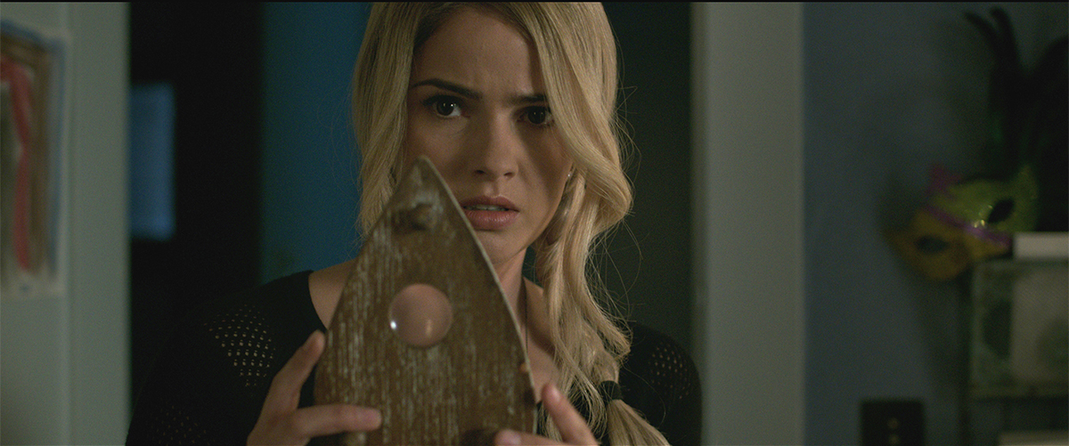 Shelley Hennig en Ouija
