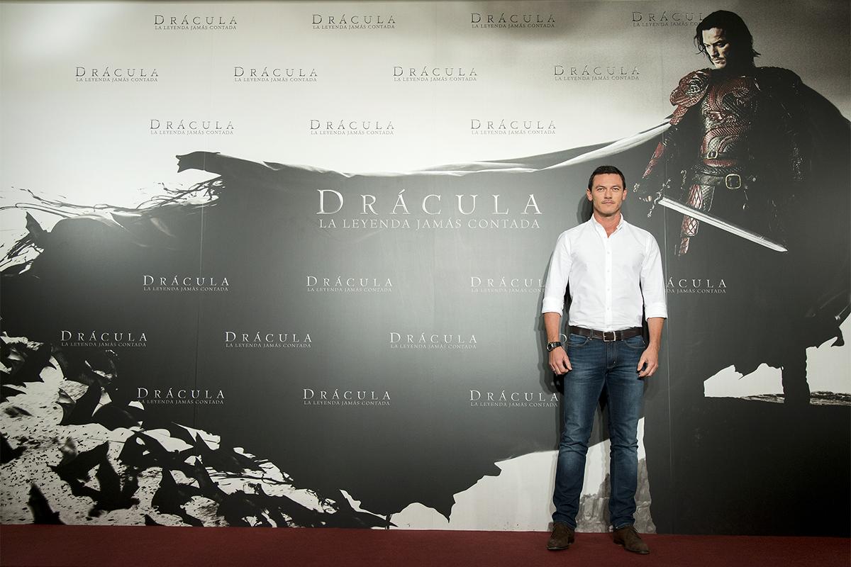 Luke Evans en la presentación de Drácula: La leyenda jamás contada