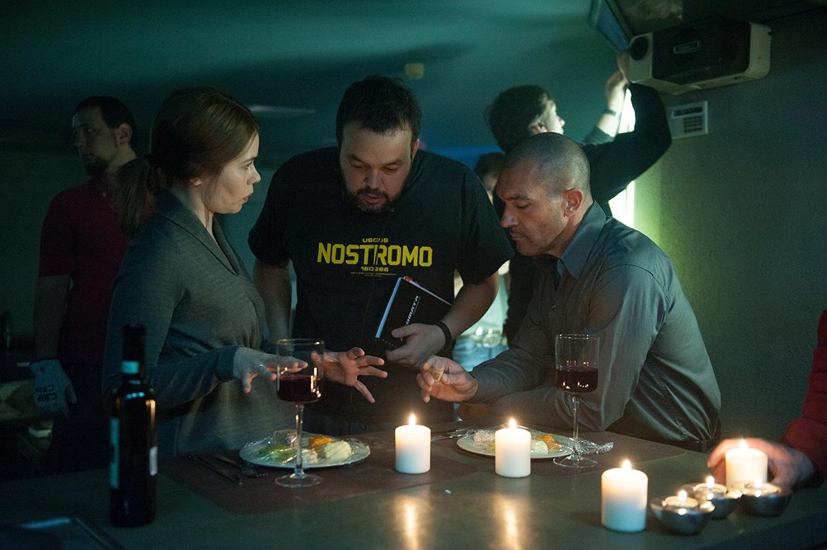 Birgitte Hjort Sørensen, Gabe Ibáñez y Antonio Banderas en el rodaje de Autómata