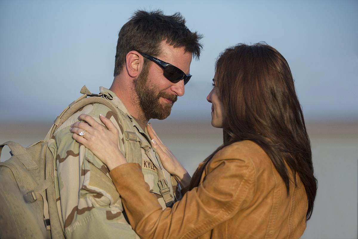 Bradley Cooper y Sienna Miller en El francotirador
