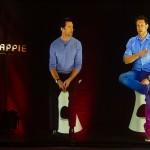Hugh Jackman y Neill Blomkamp en la rueda de prensa holográfica de Chappie (2)