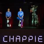 Hugh Jackman y Neill Blomkamp en la rueda de prensa holográfica de Chappie (3)