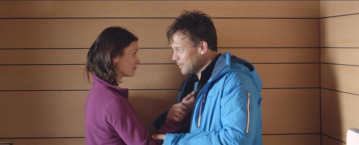 Lisa Loven Kongsli y  Johannes Kuhnke en Fuerza mayor
