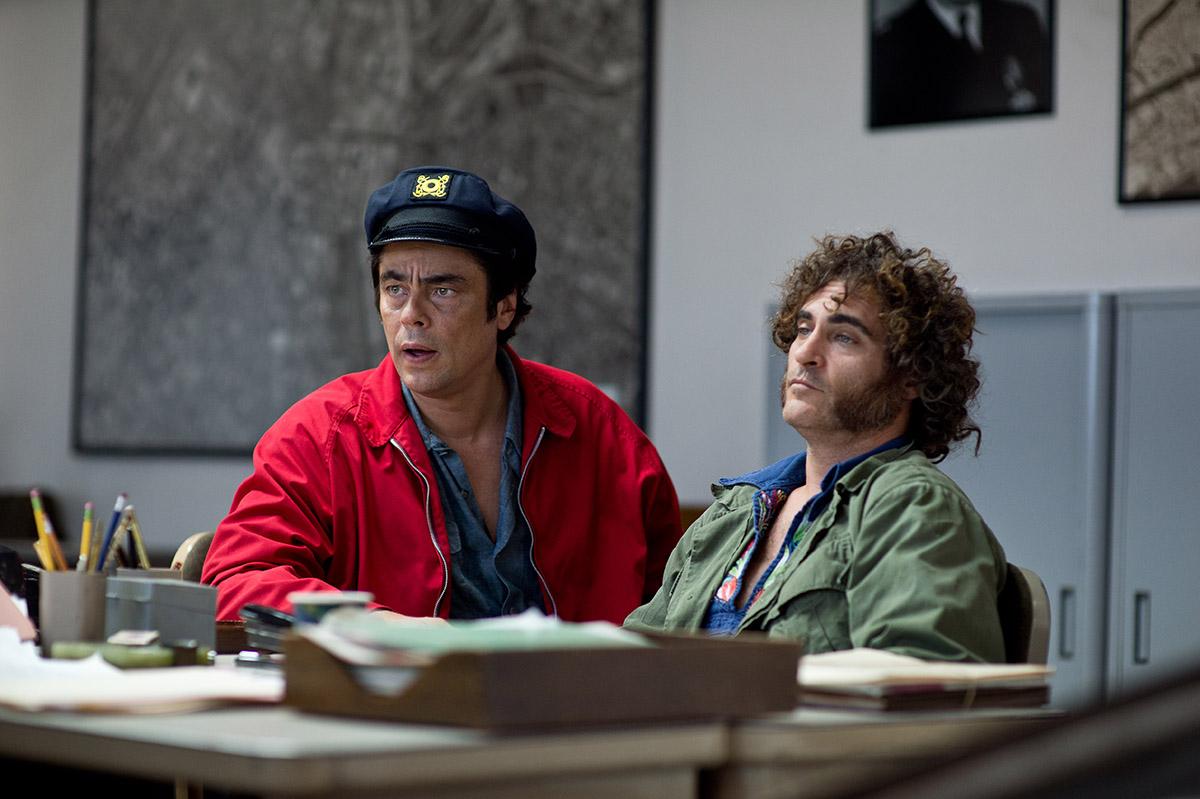 Benicio Del Toro y Joaquin Phoenix en Puro vicio