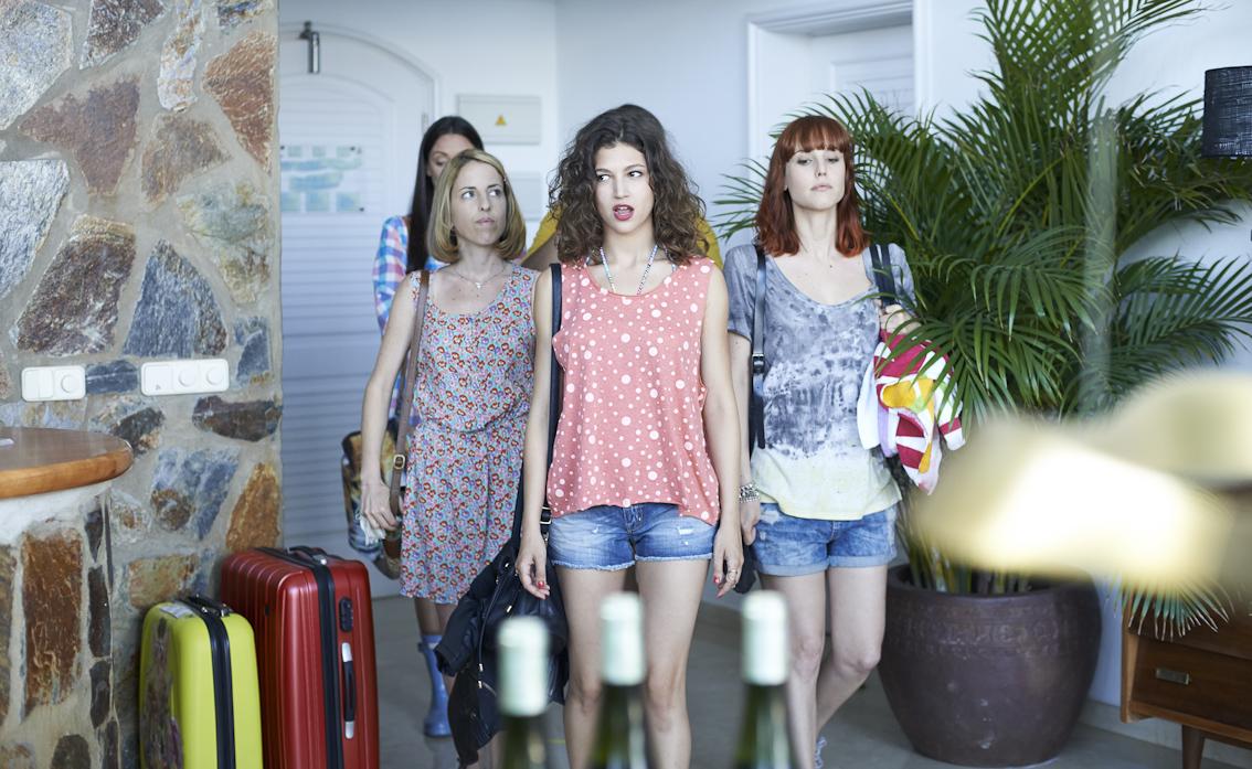 Celia de Molina, Úrsula Corberó y Natalia de Molina en Cómo sobrevivir a una despedida