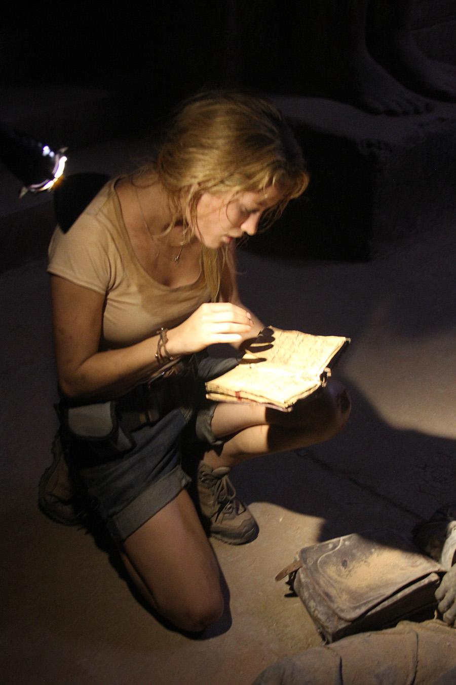 Ashley Hinshaw en La pirámide