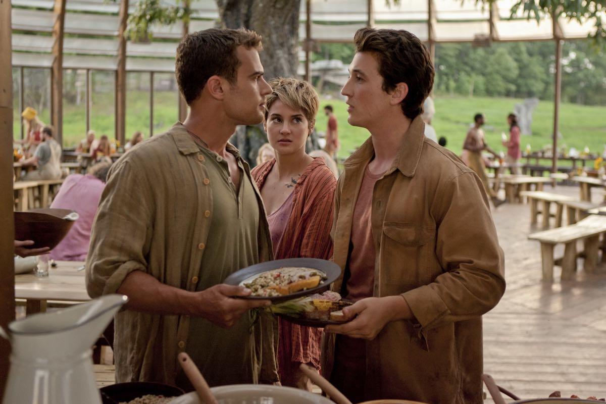 Theo James, Shailene Woodley y Milles Teller en La serie Divergente: Insurgente