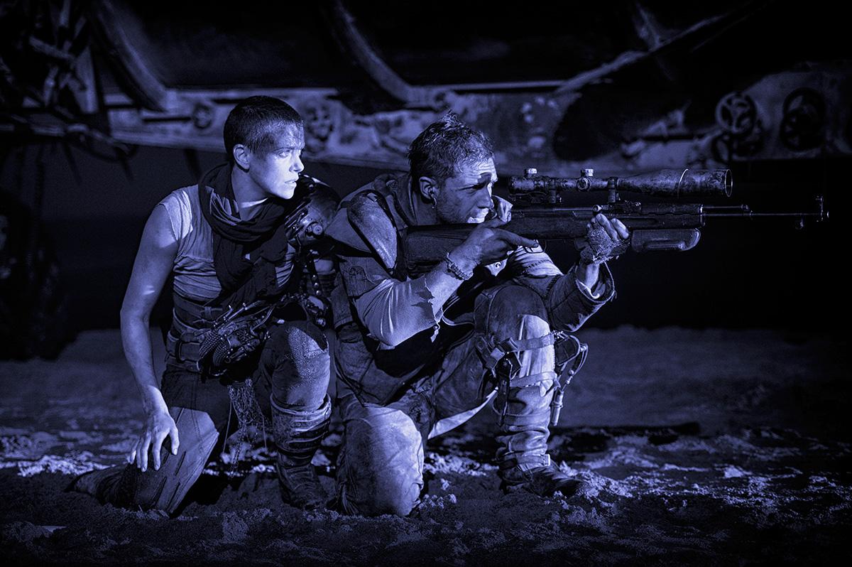 Charlize Theron y Tom Hardy en Mad Max: Furia en la carretera