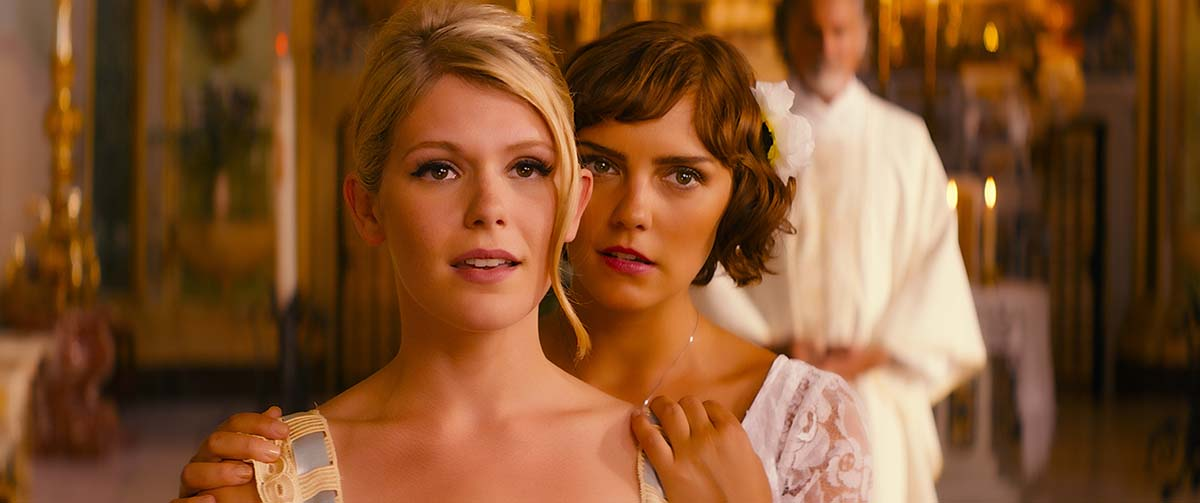 Hannah Arterton y Annabel Scholey en Walking on Sunshine
