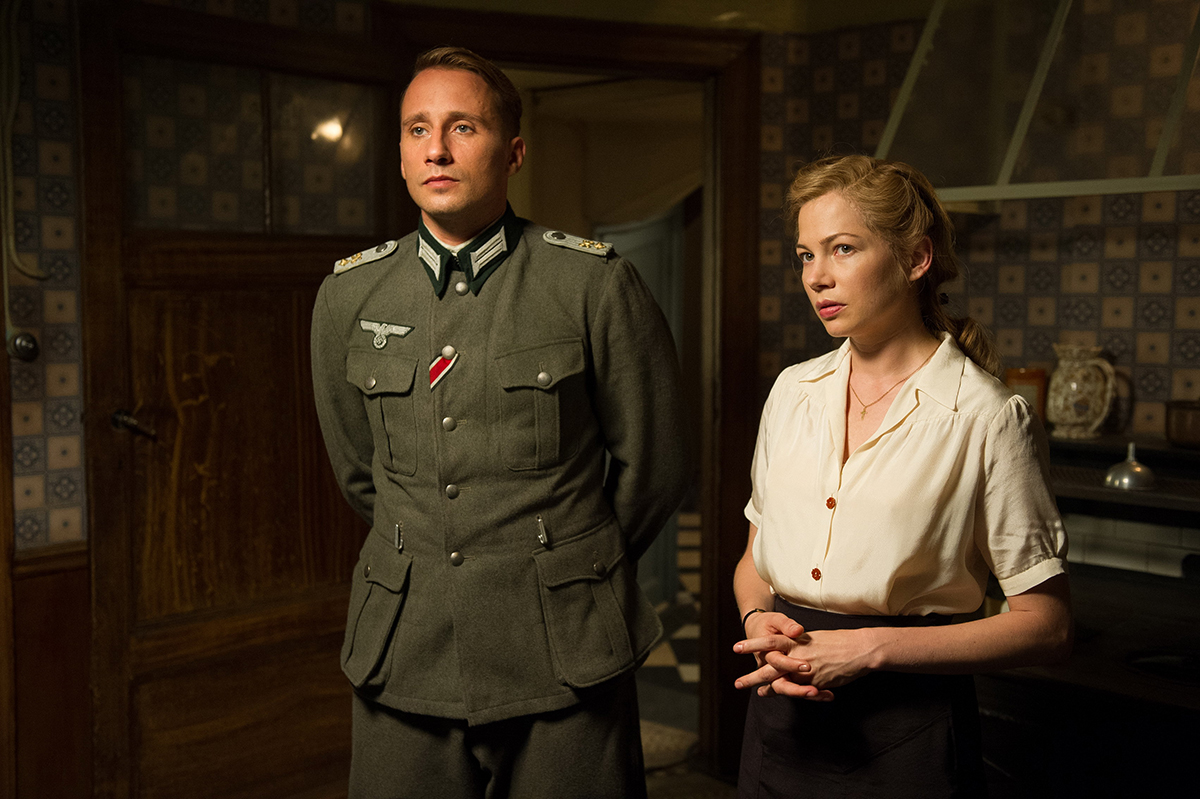 Matthias Schoenaerts y Michelle Williams en Suite francesa