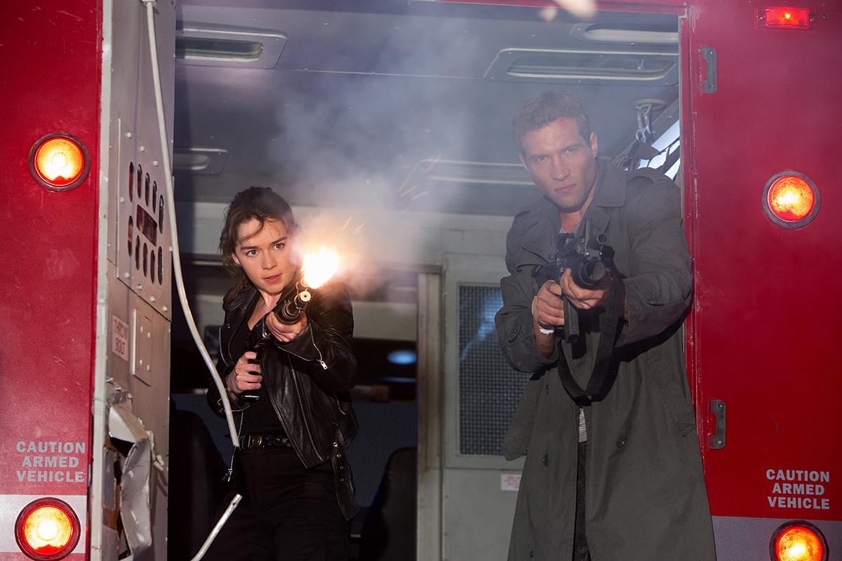 Emilia Clarke y Jai Courtney en Terminator Génesis