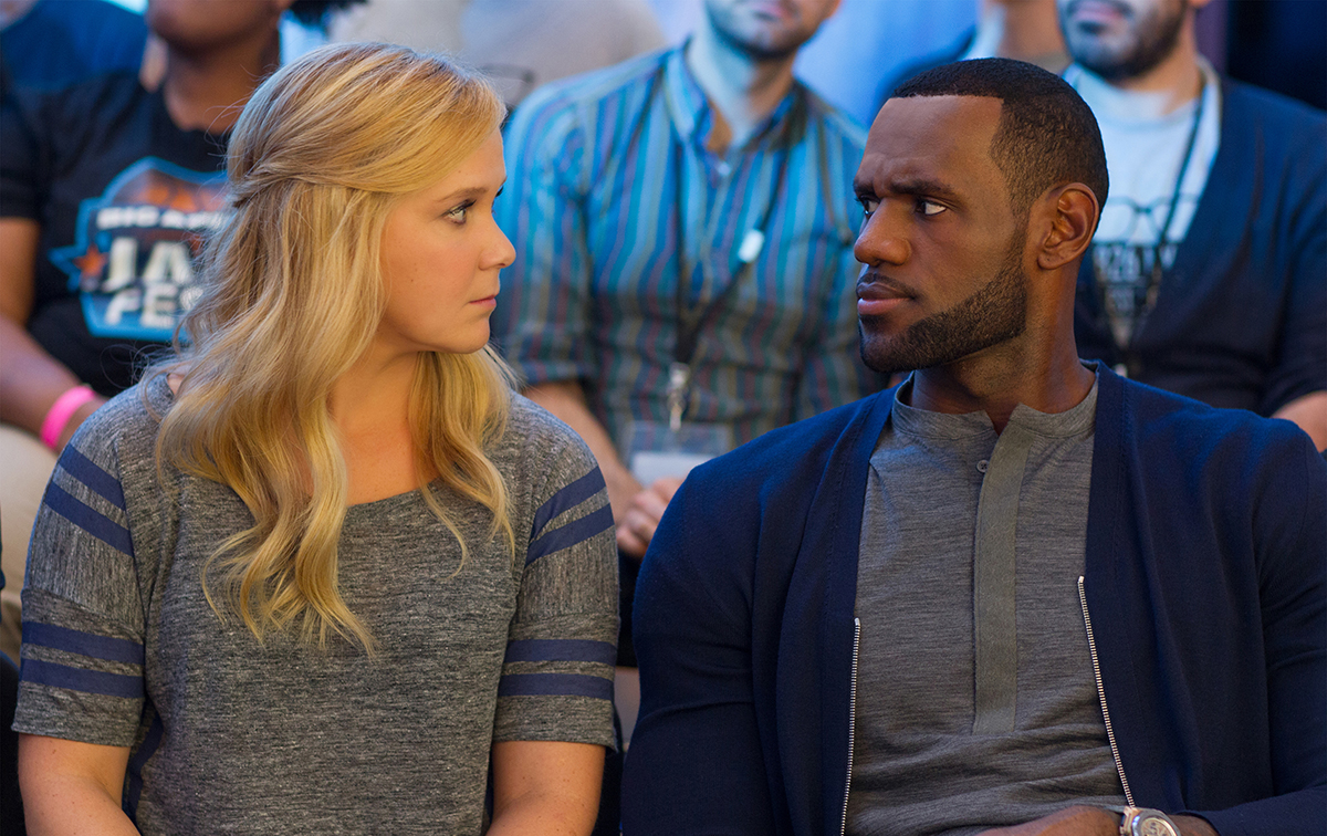 Amy Schumer y LeBron James en Y de repente tú