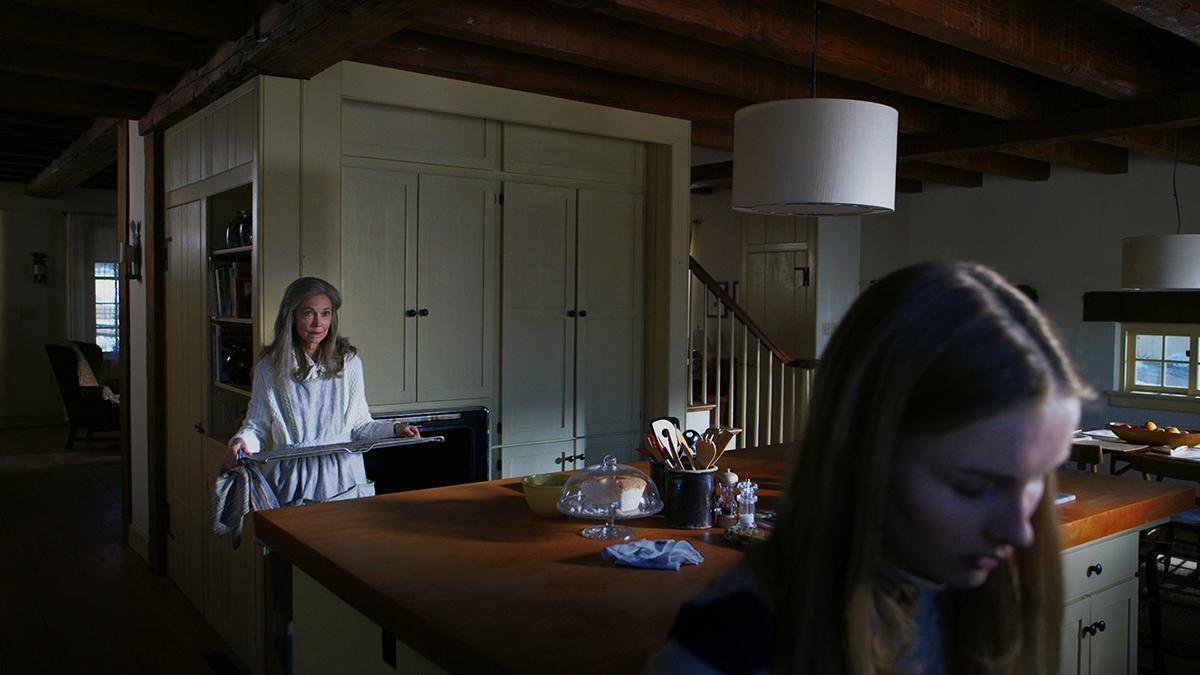 Deanna Dunagan y Olivia DeJonge en La visita