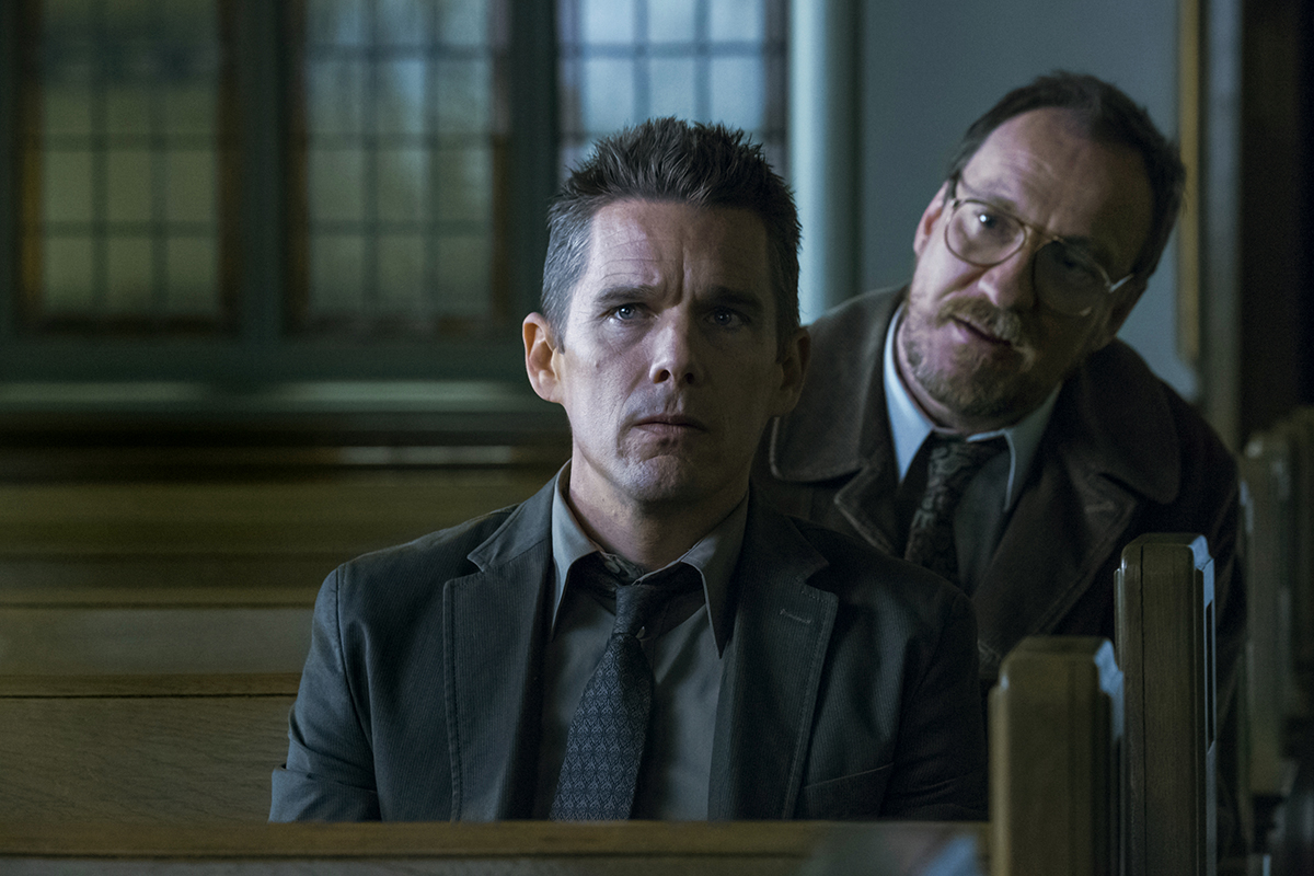Ethan Hawke y David Thewlis en Regresión