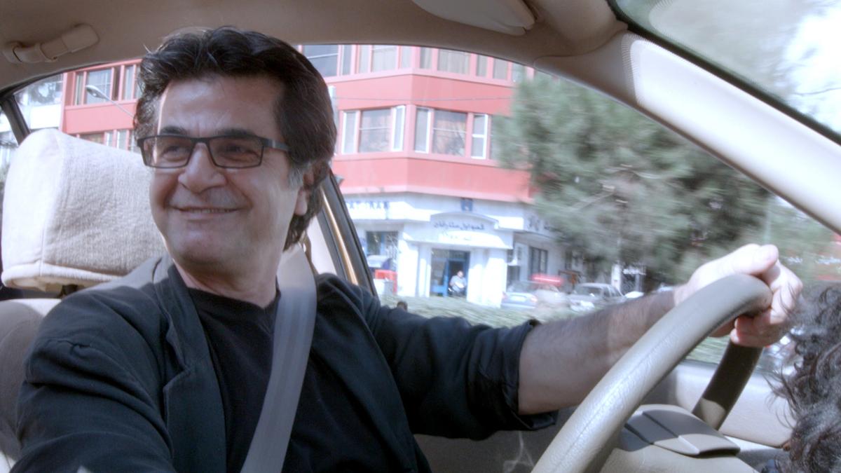 Jafar Panahi en Taxi Téhéran