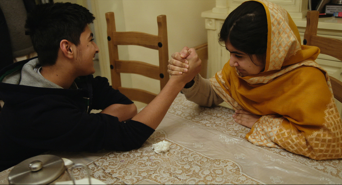 Khushal Yousafzai y Malala Yousafzai en Él me llamó Malala