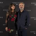 Monica Belluci y Sam Mendes en la presentación de Spectre