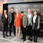 Jon Kilik, Liam Hemsworth, Jennifer Lawrence, Josh Hutcherson, Francis Lawrence y Nina Jacobson en la presentación de prensa de Los juegos del hambre: Sinsajo - Parte 2 (3)