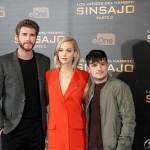 Liam Hemsworth, Jennifer Lawrence y Josh Hutcherson en la presentación de prensa de Los juegos del hambre: Sinsajo - Parte 2 (2)