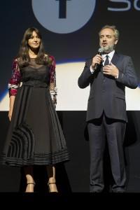 Monica Belluci y Sam Mendes en la premier de Spectre (2)