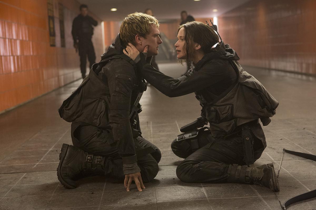 Josh Hutcherson y Jennifer Lawrence en Los juegos del hambre: Sinsajo - Parte 2