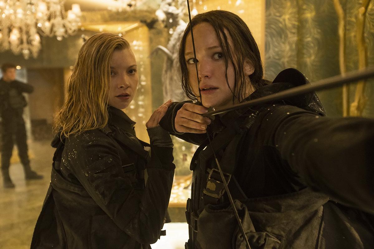 Natalie Dormer y Jennifer Lawrence en Los juegos del hambre: Sinsajo - Parte 2