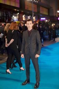 Tom Holland en la premier de En el corazón del mar en Londres (2)