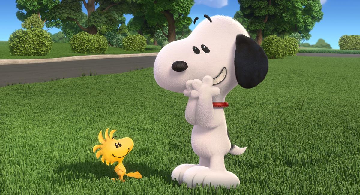Emilio y Snoopy en Carlitos y Snoopy: La película de Peanuts