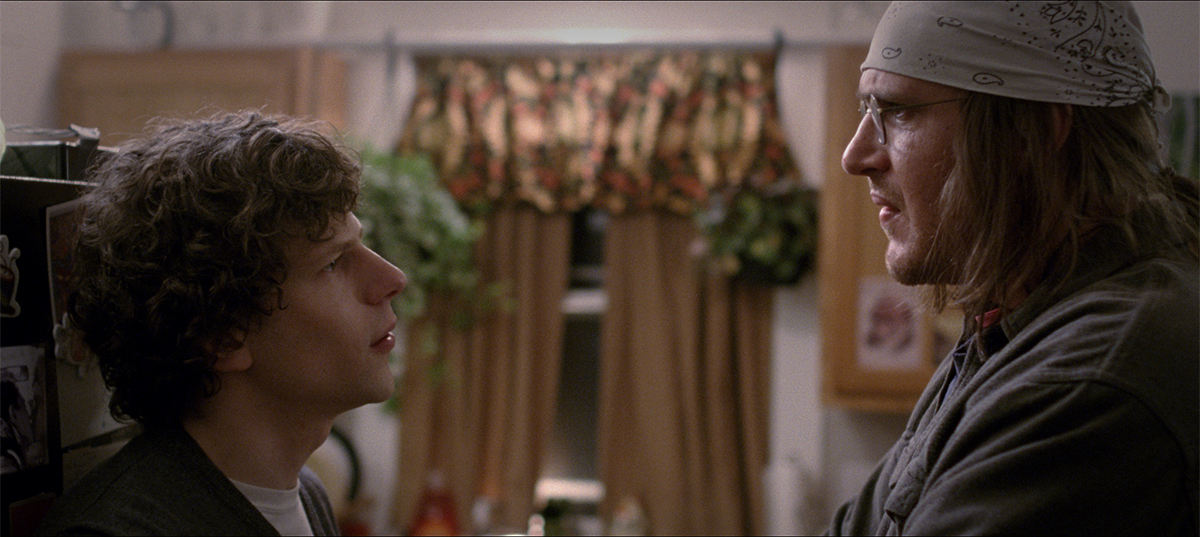 Jesse Eisenberg y Jason Segel en The End of the Tour