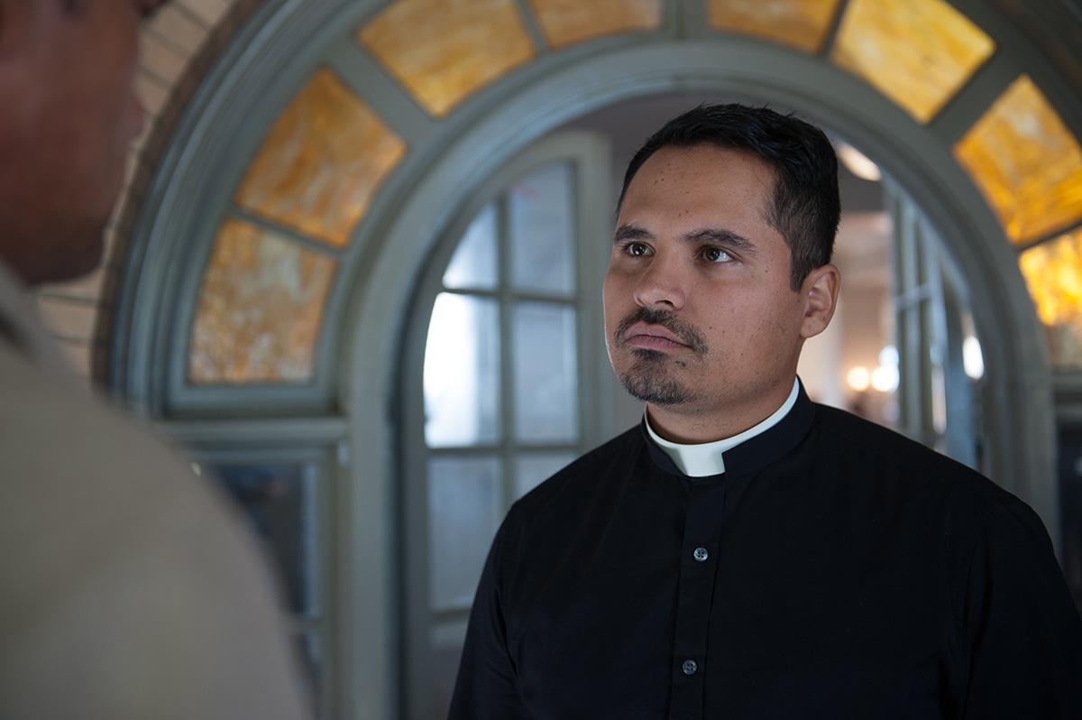 Michael Peña en Exorcismo en el Vaticano