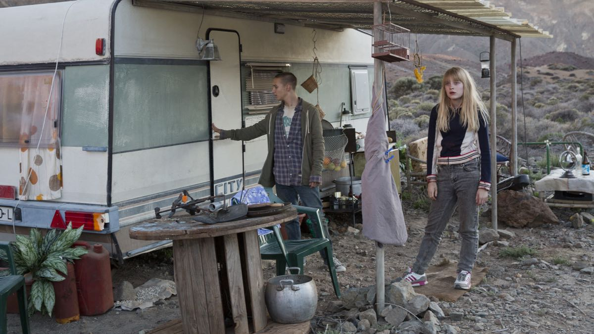 Fergus Riordan y Madeleine Kelly en No crezcas o morirás
