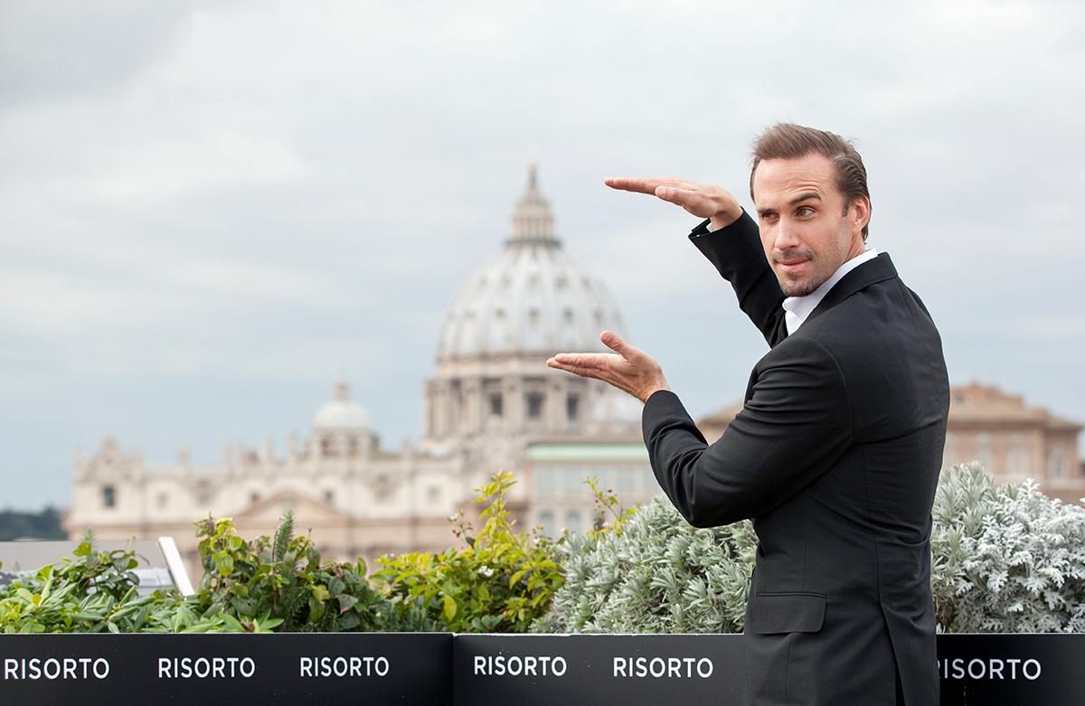 Joseph Fiennes en la presentación de Resucitado en Roma