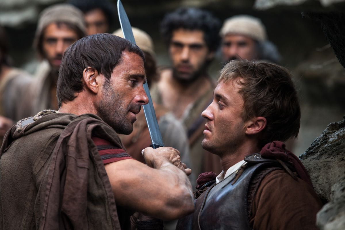 Joseph Fiennes y Tom Felton en Resucitado