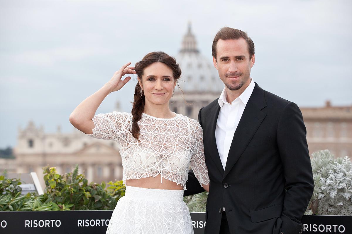 María Botto y Joseph Fiennes en la presentación de Resucitado en Roma