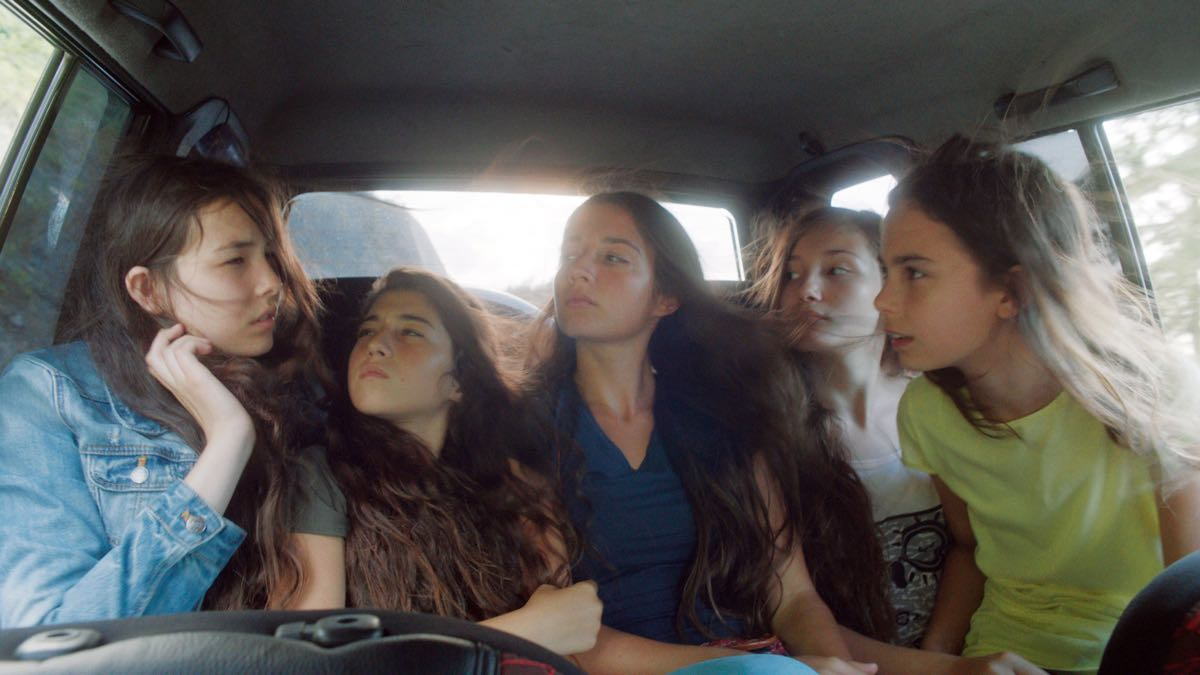 Tugba Sunguroglu, Doga Zeynep Doguslu, Elit Iscan, Ilayda Akdogan y Günes Sensoy en Mustang