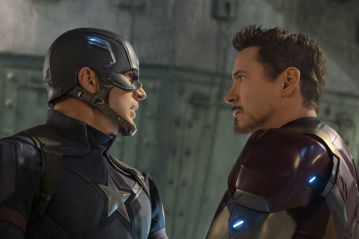Chris Evans y Robert Downey Jr. en Capitán América: Civil War