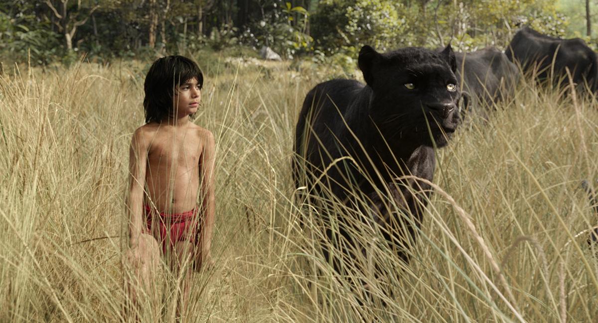 Neel Sethi y Ben Kingsley en El libro de la selva (2016)