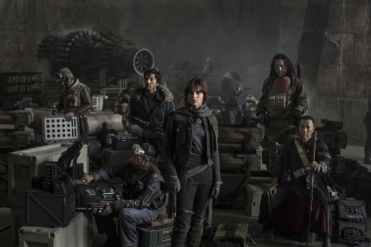 Riz Ahmed, Diego Luna, Felicity Jones, Jiang Wen y Donnie Yen en Rouge One: Una historia de Star Wars