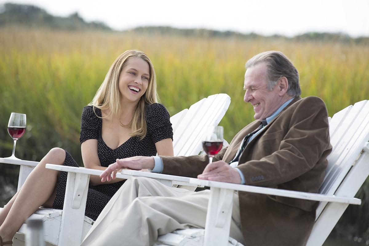 Teresa Palmer y Tom Wilkinson en La decisión (En el nombre del amor)